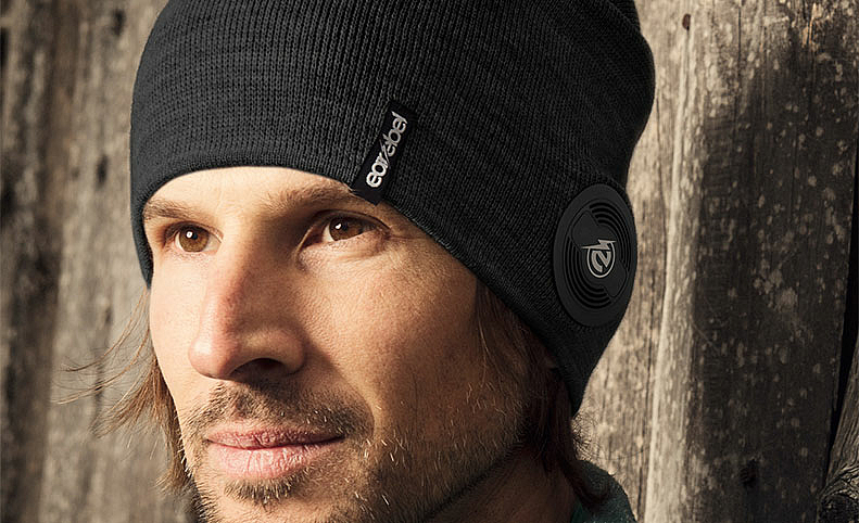BlueBluetooth Headphone Earebel Beanie Lifestyle, ©Earebel